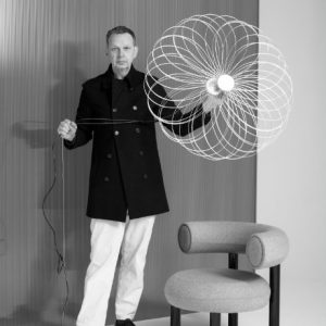 exclusive-tom-dixon-talks-milan-design-week-his-latest-innovations-and-the-ylighting-exclusive-spring-pendant-in-brass